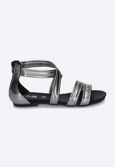 Płaskie sandały ze...